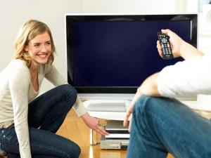 Netto ist der neue Fernseher nicht sparsamer - aber größer und heller geworden ist er und damit effizienter. Foto: Initiative EnergieEffizienz / dena