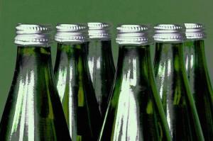 Ob Glas oder Plastik ist bei Flaschen vor allem Geschmackssache - im Wortsinn. Irritierend ist aber, dass Einwegflaschen nur schwer von Mehrwegflaschen zu unterscheiden sind.