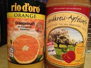 Apfel vs. Orange - oder guter Streuobstwiesen-Apfelsaft aus der Region gegen den bösen Supermarkt-Saft aus Konzentrat.