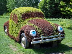 Autos werden nie ökologisch sein, wenn sie mit Benzin betrieben werden. Es gilt, die Ressource deshalb möglichst sparsam zu verwenden. Dafür hat die EU-Kommission bei den CO2-Grenzwerten für Autoflotten gerade eine große Chance verspielt. Foto: Matthias Preisinger  / pixelio.de