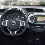 Das Cockpit sieht aus wie bei anderen Autos auch - nur die Energie-Anzeige ist ungewöhnlich. Foto: Toyota
