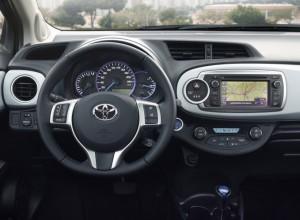 Klassische Instrumente mit ungewöhnlicher Funktion - die Power-Anzeige verrät, ob gerade Energie gewonnen wird, oder ob der Fahrer das volle Potenzial der Motoren ausreizt.