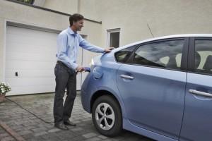 Wie lässt es sich in Zahlen ausdrücken, dass der Toyota Prius als Plug-in-Hybrid jetzt auch längere Strecken rein elektrisch fährt?