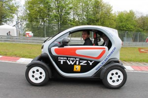 Emissionsarm, günstig, knuffig - der Twizy ersetzt kein Auto, sondern ist ein kostengünstiger Einstieg in die Elektromobilität.