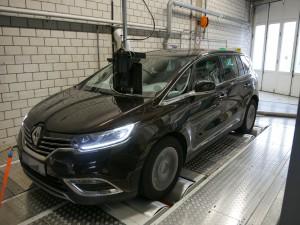 Die Deutsche Umwelthilfe hat die Stickoxid-Werte eines Reanult Megane überprüft. Wie schon im Oktober bei einem Opel stieß der Umweltverband auf Unbereimheiten - der Stickoxid-Ausstoß scheint sich von verschiedenen Prüfmodi beeinflussen lassen. Foto: Umwelthilfe