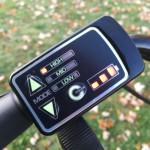 Die Energieanzeige am Display ist nur ein grober Anhaltspunkt. Genauer wird es am Akku selbst. Das reicht vollkommen. Gut: Das System lässt sich auch während der Fahrt ein und ausschalten. Außerdem ist es sofort in Betrieb.